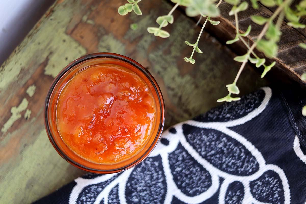 Geleia caseira de manga com morango