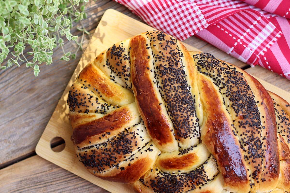 Pão de cerveja com gergelim | Amanteigado e delicioso